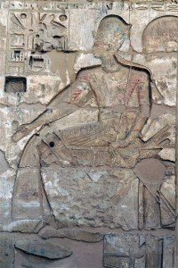 Medinet-Habu-courtyard-pharaoh-seated-Egypt
