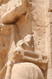Medinet-Habu-royal-columns-amun-Egypt