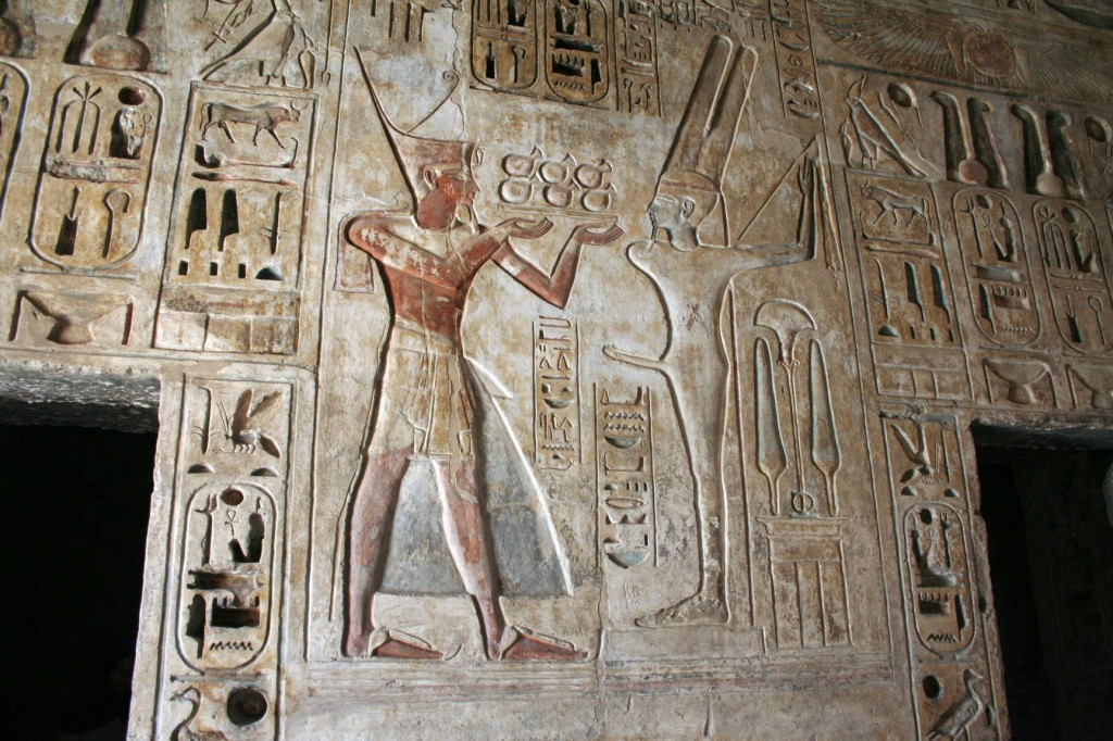 Medinet-Habu-treasury-dsrt-Egypt