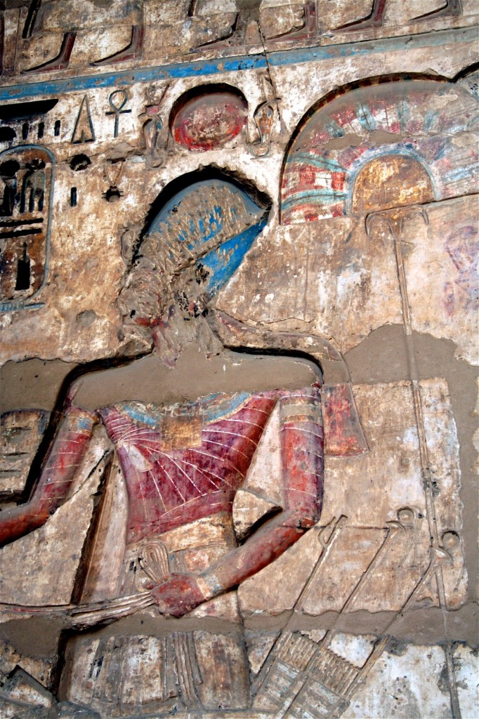 Medinet-Habu-chariot-procession-loop-detail-Egypt