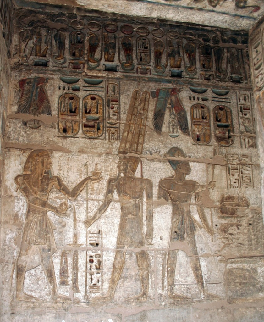 Medinet-Habu-offering-nemes-loop-Egypt
