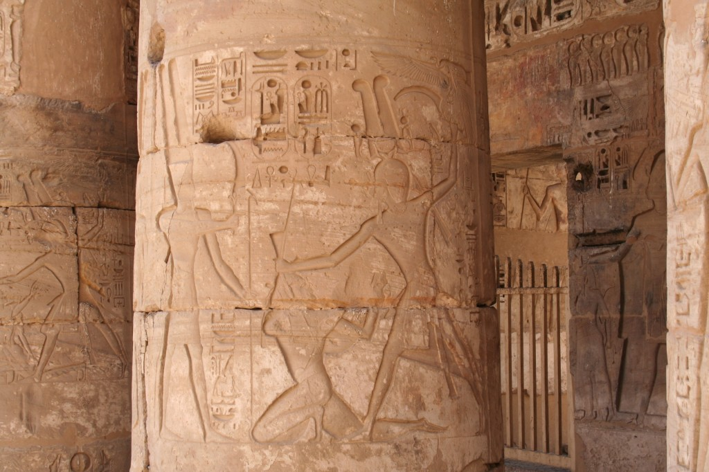 Medinet-Habu-smiting-column-loop-Egypt